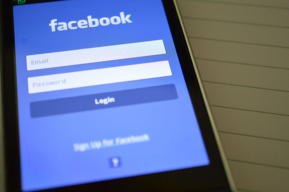 Facebook recruits former U.S. Senate Banking Committee's official