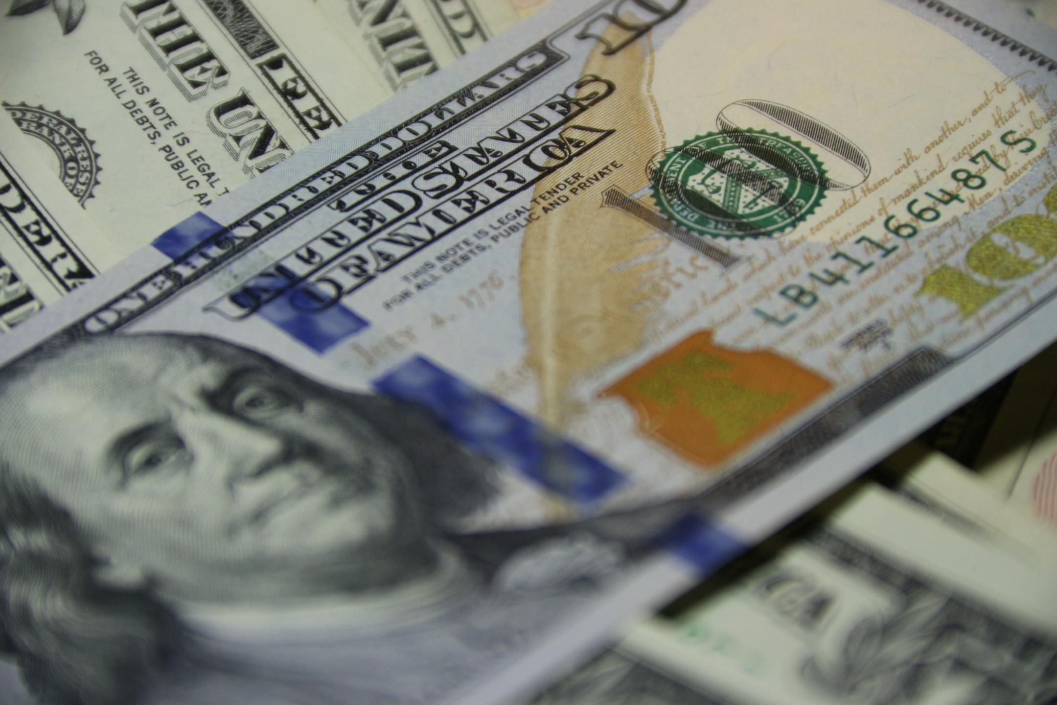 EURUSD analysis: Dollar falls on weaker US manufacturing data