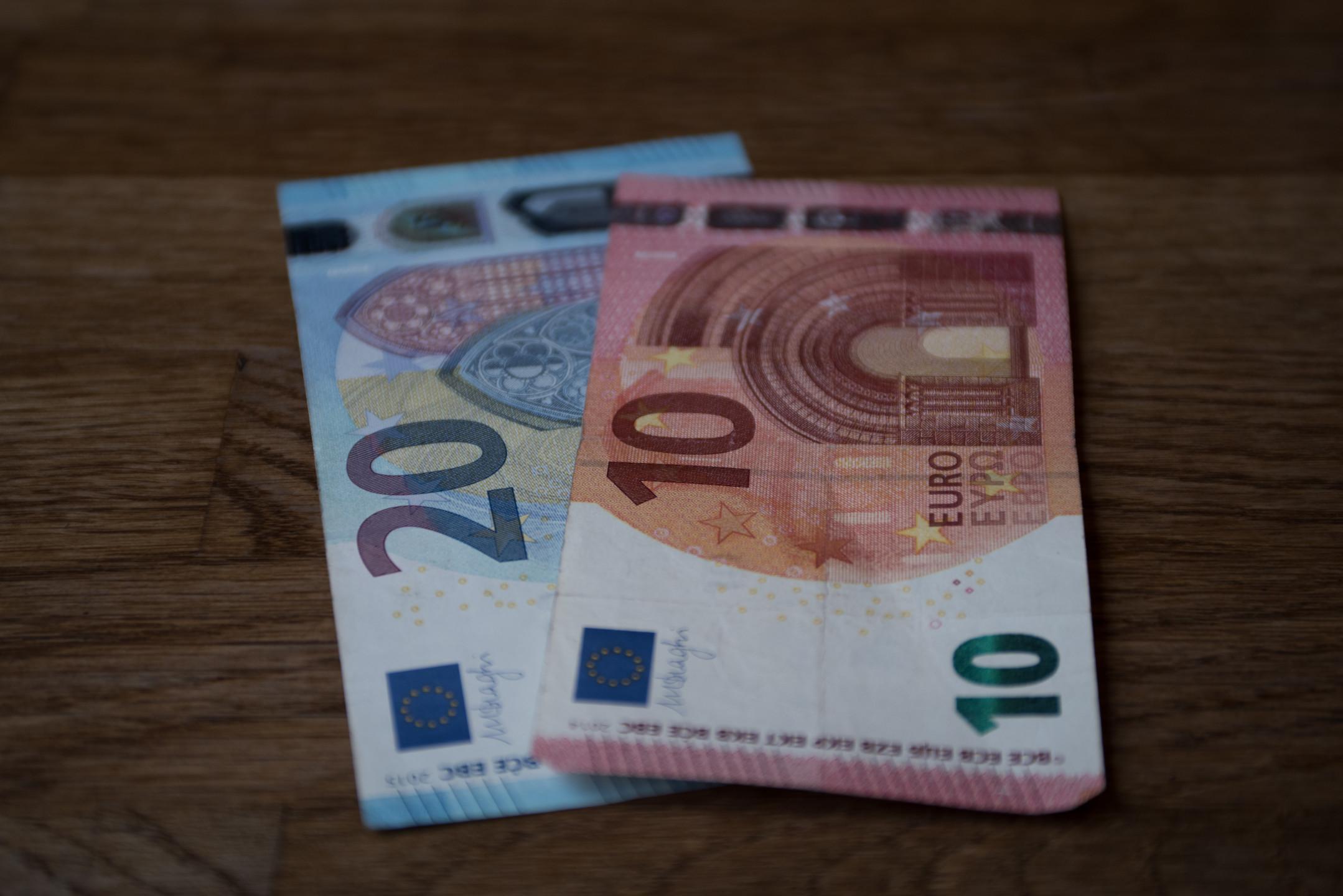 EURUSD Outlook: Euro drops on poor German data