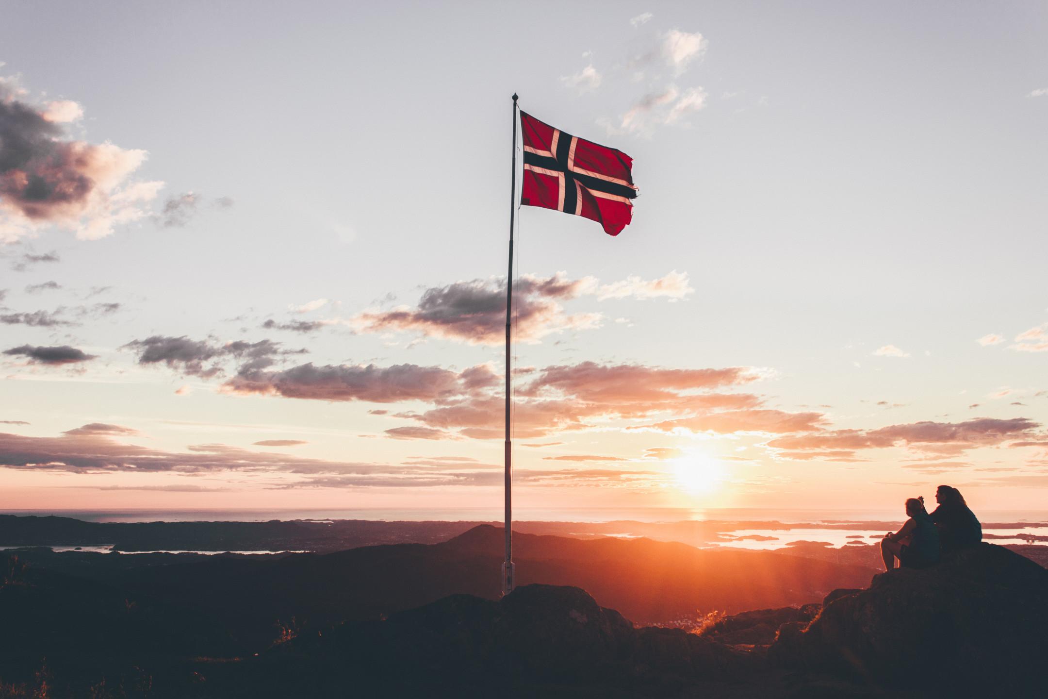 Norwegian Krone drops lower around 9.6200