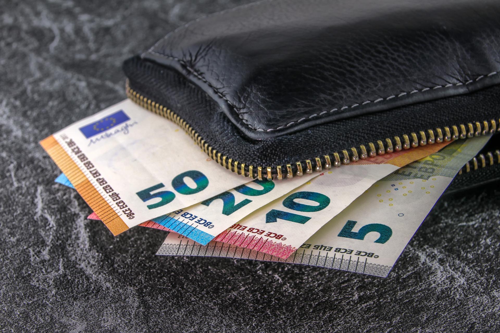 Money Flow Index (MFI) & Chaikin Money Flow (CMF)
