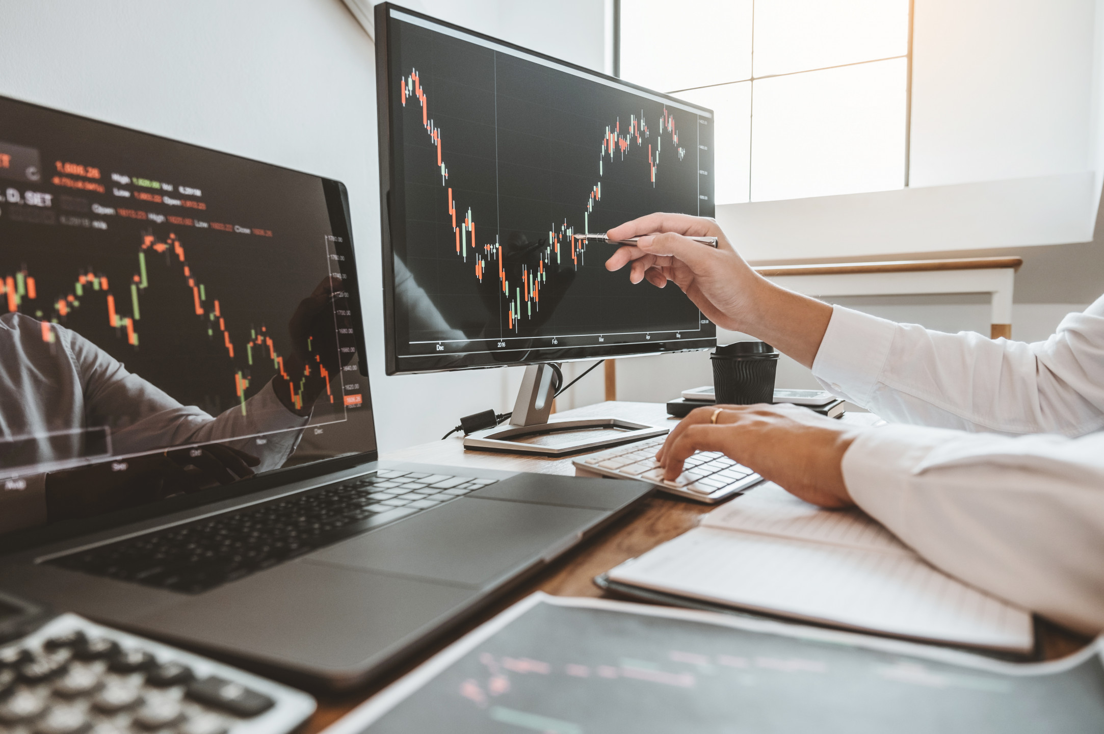 How does this business of currency trading work?